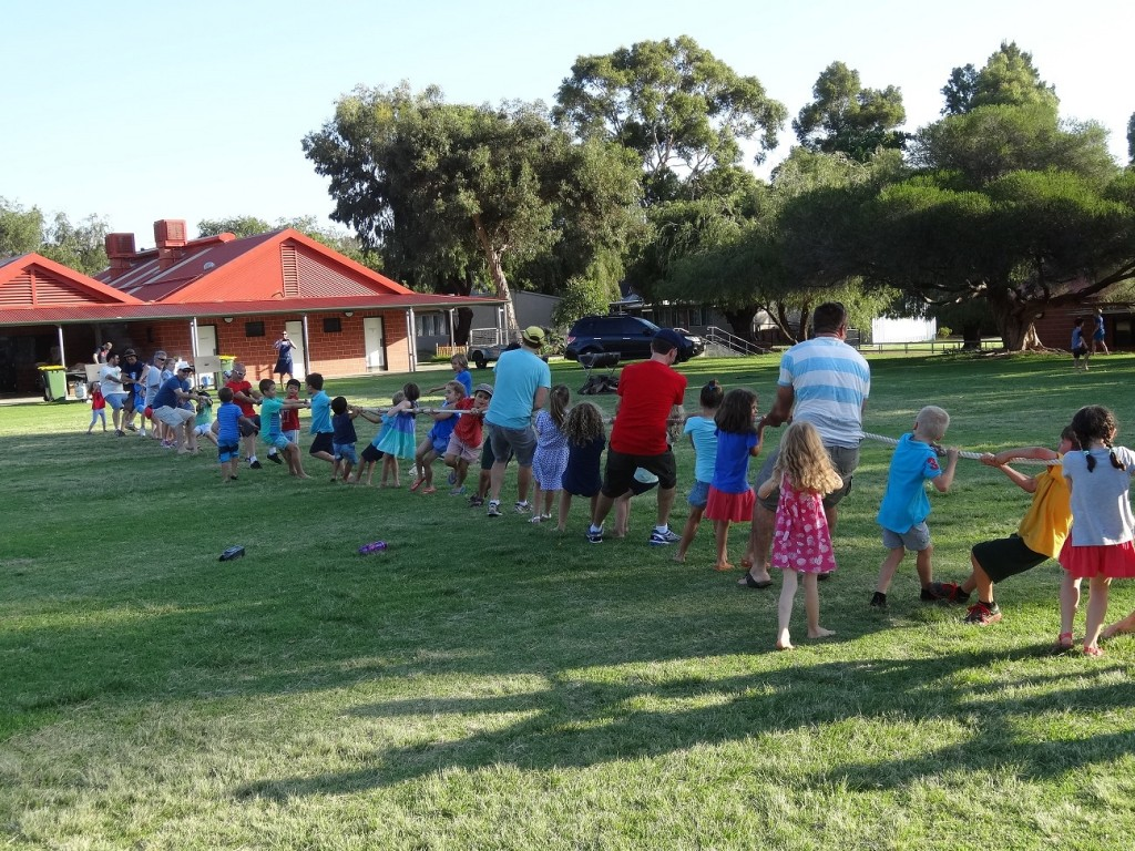 Dads and kids of Kensington Primary School on the tug of war