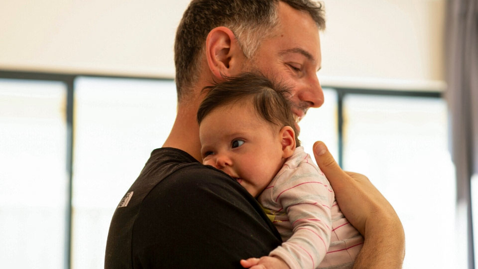 Five top tips for new dads to connect with their newborns